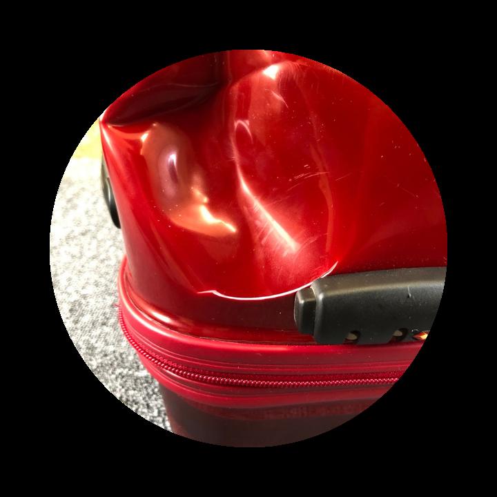 スーツケースの亀裂凹み
