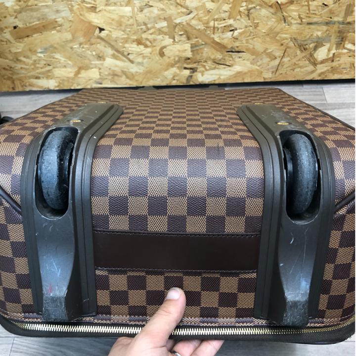 ルイヴィトンスーツケース修理前