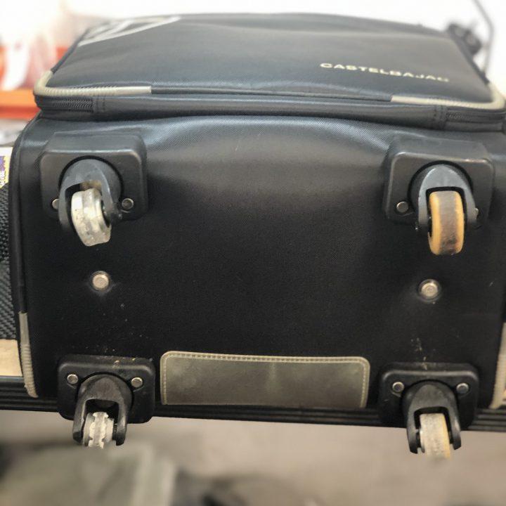スーツケース キャスター破損